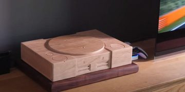 A handyman creates a PS1-like cover for his PlayStation 5 ... with wood!
