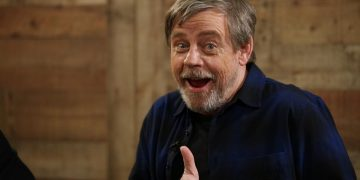 "Mark Hamill jokes about the ""conspiracy"" Bigger Luke: Are there two Luke Skywalkers in Star Wars?"