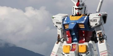 The mind-blowing night maneuvers of Japan's life-size Gundam