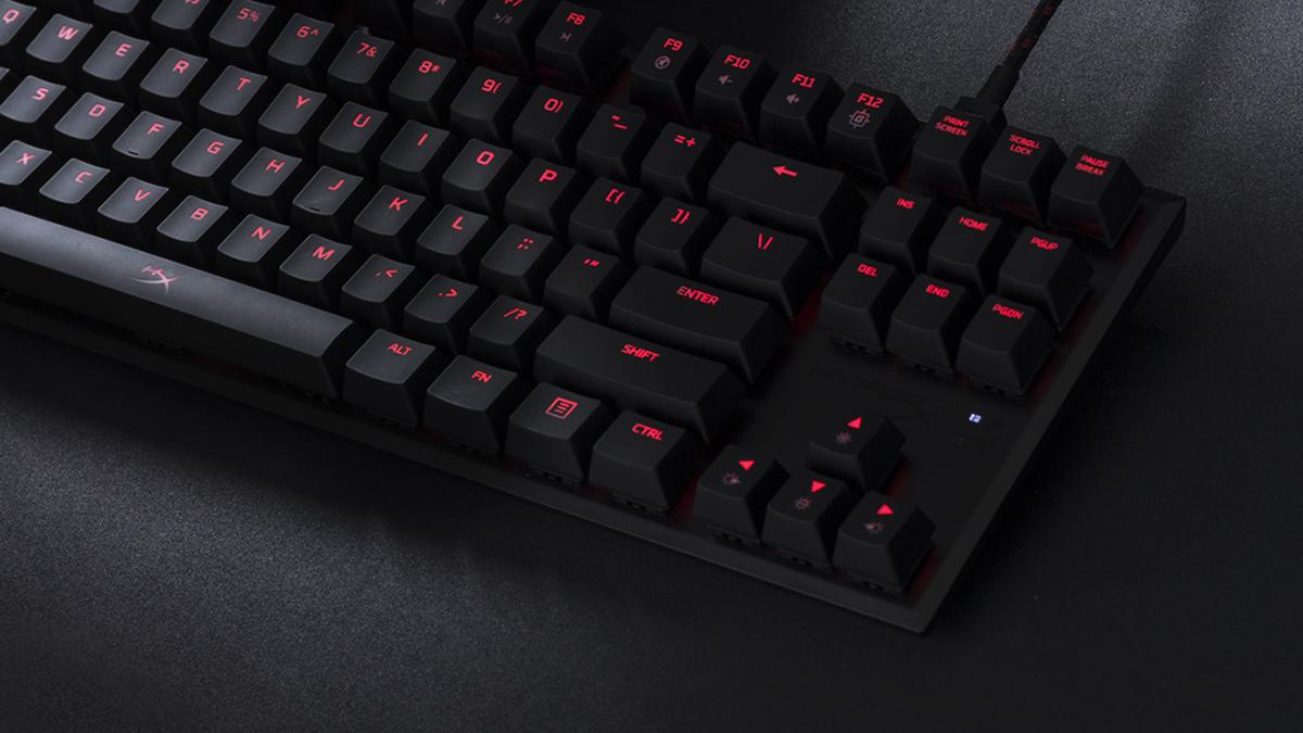 This HyperX mechanical gaming keyboard dispenses with the numeric keypad and Amazon sells it for only 69.99 euros