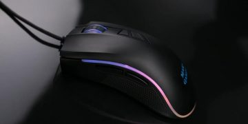 This Mars Gaming mouse has RGB lighting and 10,000 DPI and only costs 16 euros at Amazon