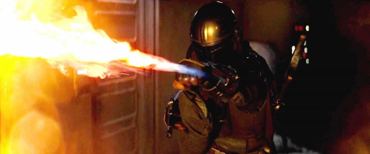 This brutal replica of The Mandalorian's flamethrower is ideal for barbecues or for trading with Jawas