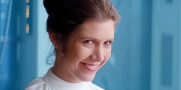 This cosplayer's uncanny resemblance to Carrie Fisher makes her the PERFECT Leia