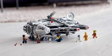 This impressive model of the LEGO Millennium Falcon is reduced to 140 euros