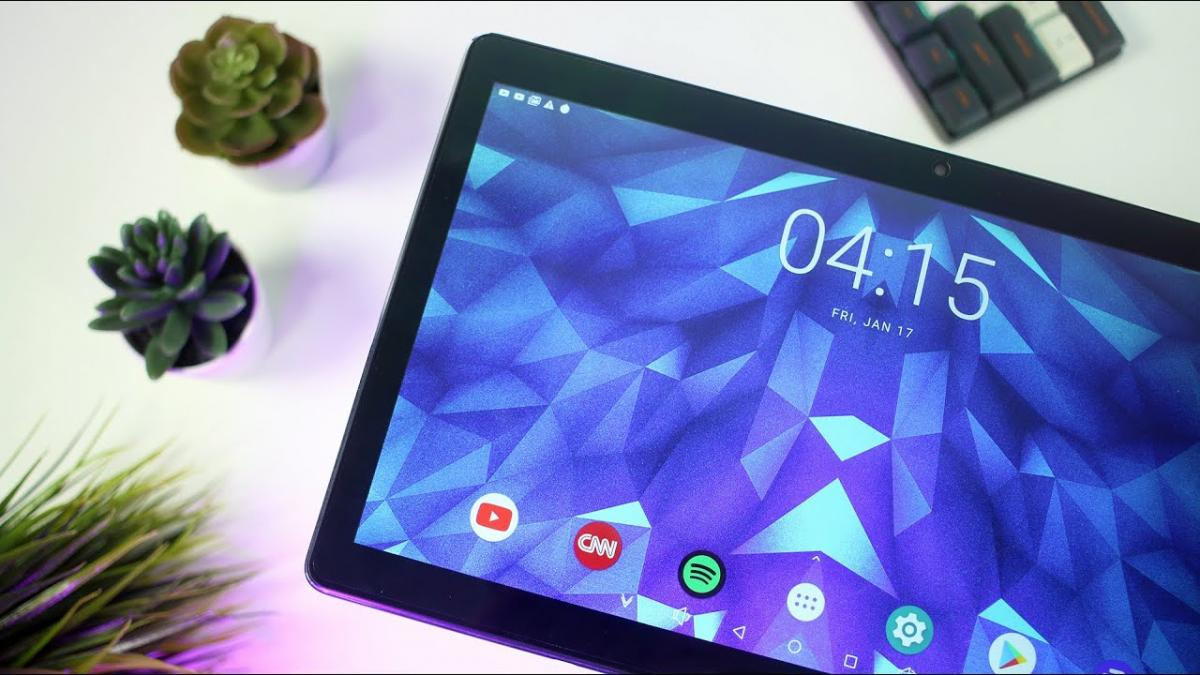 With its 11.6-inch screen and its MediaTek processor, this tablet is perfect for watching series and teleworking: it costs 166 euros and comes with a keyboard included