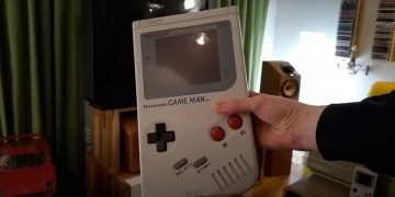 Build Game Man, the giant and functional Game Boy replica that can also be connected to TV