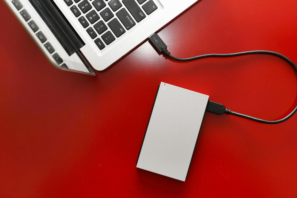 This hard drive is a good brand, has 5 TB and costs only 99 euros, a bargain for your PC or console