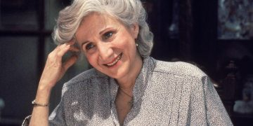 Olympia Dukakis, the winner of the Oscar for best supporting actress in 1988, has died at the age of 89